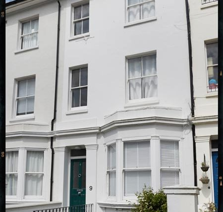 Bath Street four bedroom maisonette to rent Brighton by Nash Watson